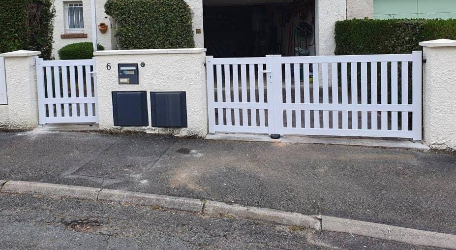 portail et portillon blanc